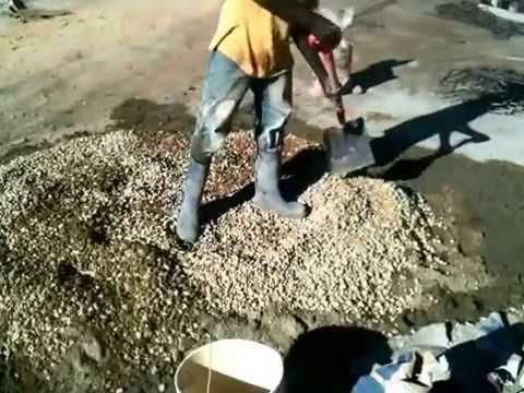 Mezclado de concreto a mano youtube for Mezcla de hormigon