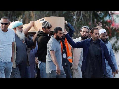 نيوزيلندا: بدء مراسم دفن ضحايا مذبحة المسجدين