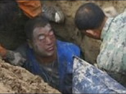 Dramatic rescue of man buried alive while laying sewer pipes