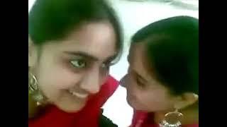 Pakistani girl singing bollywood song