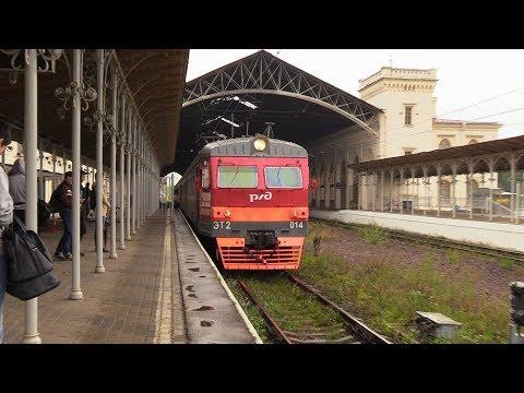 Электропоезд ЭТ2-014 на ст. Новый Петергоф / ET2-014 EMU At Novyj Petergof Station