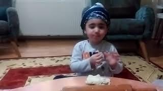 Marifetli kız😊Hamur açıyor🥟Çocuk videoları.