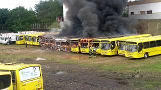 Criminosos incendeiam caminhão de lixo em Jaguaruana