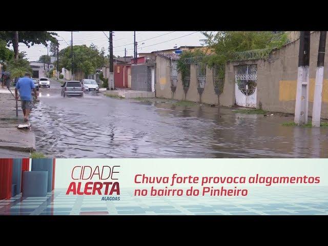 Chuva forte provoca alagamentos no bairro do Pinheiro