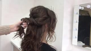 Низкая ракушка. Стильная причёска на волосы средней длины.