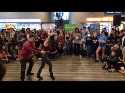 New Style Hustle freestyle by Miss Bibi & Sušhi / Tanec v metru 2017