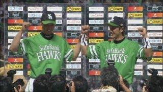 久々の勝利投手となったソフトバンク新垣と、今日4打数4安打で大活躍の...