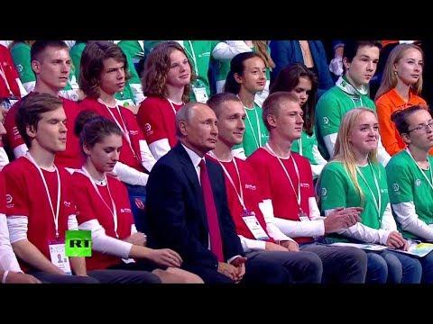 Vladimir Poutine participe à une leçon publique devant toute la Russie