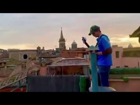 Coronavirus, la colonna sonora di Ennio Morricone risuona su piazza Navona deserta