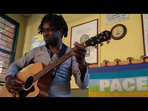 John Mpaliza e la canzone degli schiavi prima di andare a lavorare.