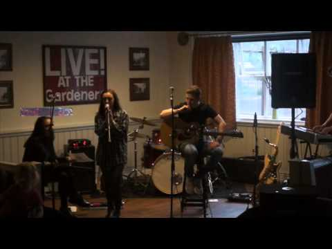 CODA Acoustic Set (Izzy Bartram & Bronte Ward) live @ The Gardeners Retreat 06/05/16