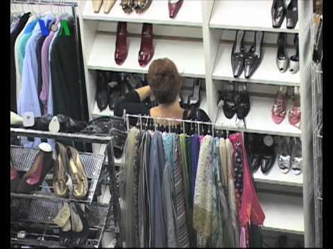 Toko Baju Bekas di Hollywood - VOA untuk Diplomatic Affairs 6 Maret 2011