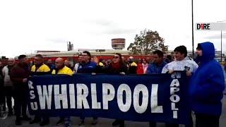 Napoli, blocco stradale dei lavoratori Whirlpool: 'Noi,dimenticati dal governo'