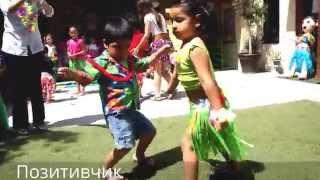 Мальчик с девочкой прикольно танцуют ламбаду | Смешные дети(Очень прикольно мальчик с девочкой танцуют танец под песню ламбада. ПОДПИШИТЕСЬ на новые видео канала..., 2015-05-26T15:50:05.000Z)