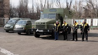 Запретный Донбасс. Киевская компания подарила милиционерам Донетчины три машины(, 2015-03-24T11:07:33.000Z)
