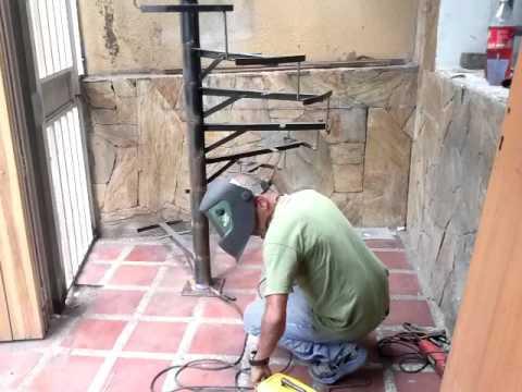 Fabricaci n de una escalera de caracol 4ta parte youtube for Partes de una escalera