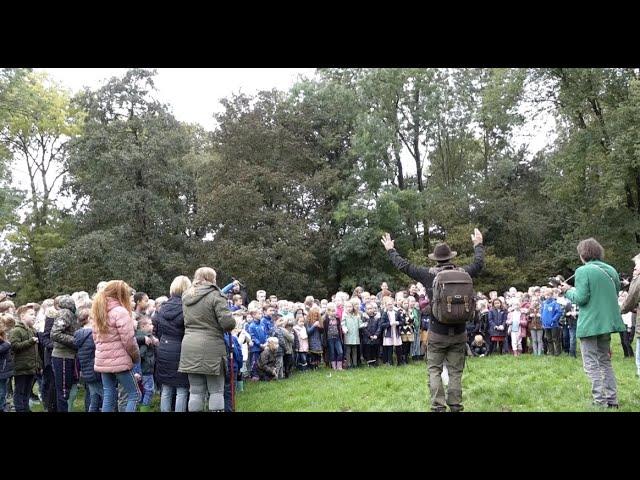 Leerlingen Leonardusschool in Heemskerk zingen het Boswachterslied