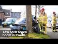 Taxi botst tegen boom Bisschop Willebrandlaan Zwolle - ©StefanVerkerk.nl