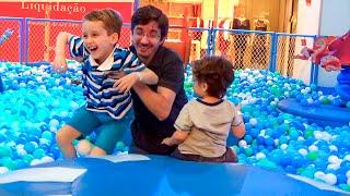 piscina de bolinhas gigante e vlog loja de brinquedos com a famlia kids ball pits toys