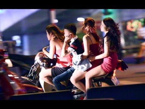 Bí Mật Gái Tay Vịn Quán Karaoke - Gái Rót Bia Tại Quán Karaoke
