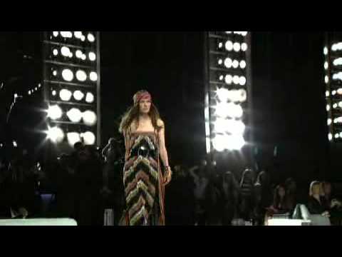 Chanel Cruise 2007-2008 Fashion Show (full)