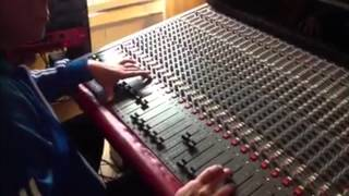 Dougie Conscious mixing Mikey General - Wire Fence (Roots Inspiration Label)