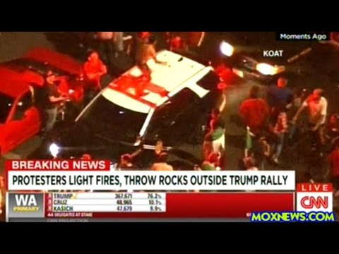 Donald Trump Protesters Jump On Police Cars In Albuquerque New Mexico!