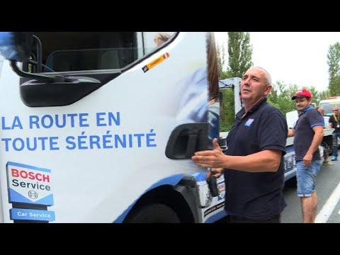 Tour de France: une journée avec les mécanos de la Caravane