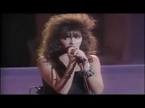 The Bangles - Walk Like An Egyptian (Live 1986)