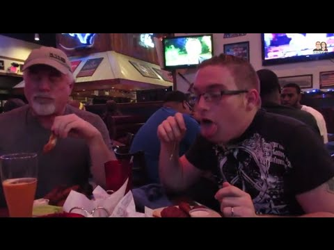 Braveheart Wings at Wild Wing Cafe - HOUSTON VLOG #23
