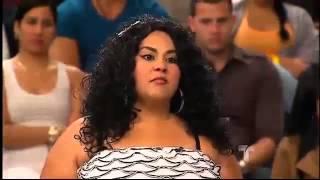 Repeat youtube video Le Pagan Por Su Culo y Se Le Para En Pleno Programa!!!