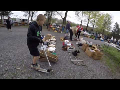 FLEA MARKET VLOG Selling it all! All gotta Go! Antiques & Box Lots