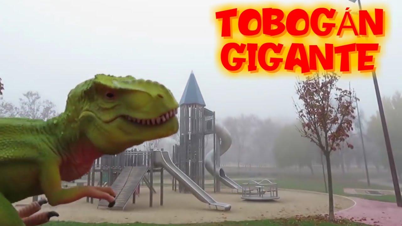 Rex en el tobogán gigante | Vídeos de dinosaurios para niños en español