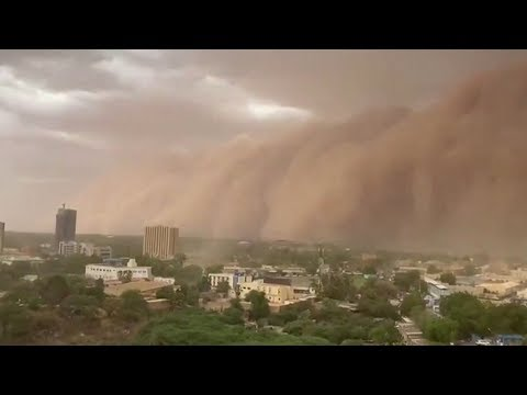 Huge 'apocalyptic' dust cloud sweeps over Niger capital Niamey