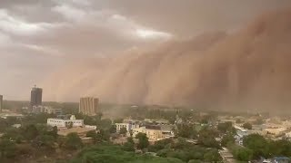 video: Watch: Huge 'apocalyptic' dust cloud sweeps over Niger capital Niamey