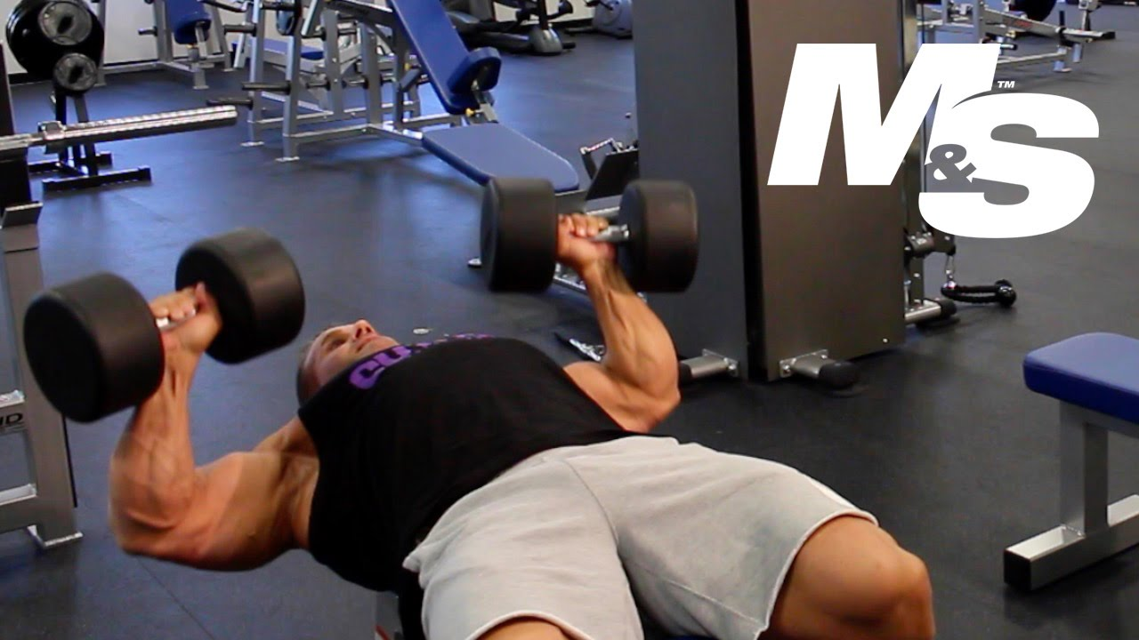 Jay Cutler S Training Tips Maximum Contraction Dumbbell Bench Press