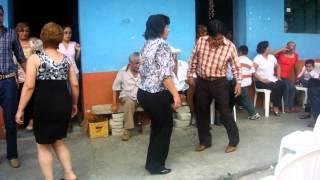 Bailando Huapango en Pantepec, Puepla (Familia Hernandez)