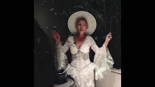 Hvorfor er Liv fra Esbjerg Rengøring klædt ud som en Heks?
