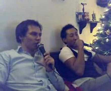 Lasse og Kristian synger karaoke