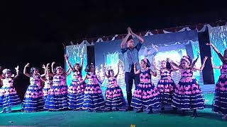 Anchor RJ Rashid Ahamed dancing with kids for Laila o Laila song