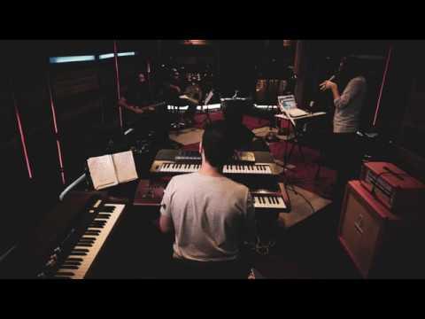 setengah-hati-(video-lirik)-mytha-lestari