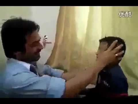 батя с сыном дерутся видео