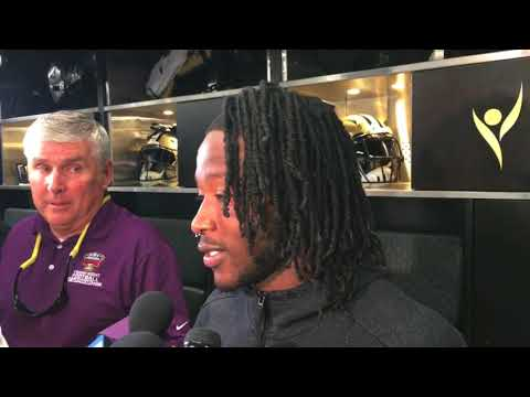 Alvin Kamara gave ribs to his offensive line after winning FedEx ground player of the week