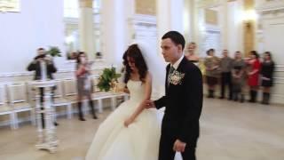 Испуганые жених и невеста))