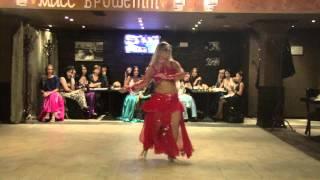 Эдже зажигает восточный танец -