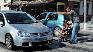 درس شامل حول قياس السيارات والإقتراب من الراجلين والسيارات الأمامية والرصيف بدون لمسهم