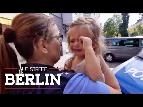 Kleines Mädchen weint bitterlich: Sie wurde allein im heißen Auto gelassen!   Auf Streife   SAT.1 TV