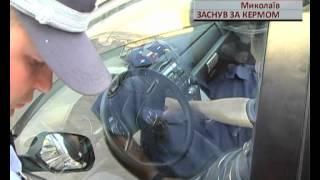 бухой мужик заснул в машине