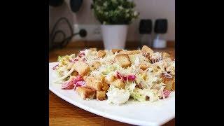 Очень вкусный салат с молодой капустой и сухариками