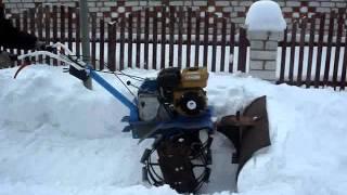уборка  снега с помощью мотоблока нева.avi(, 2012-02-16T10:15:33.000Z)